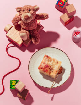 »BUTTER CAKE«, the poisonings committed by Gesche Gottfried — Editorial Still Life Photography